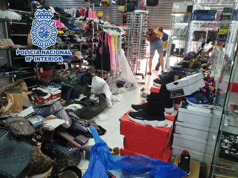 La Policia Nacional intervé més de 1.600 productes de luxe falsificats per un valor de 330.000 euros