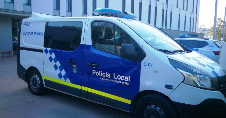 La Policia Local desallotja una festa de 200 persones a la platja i expedienta els organitzadors