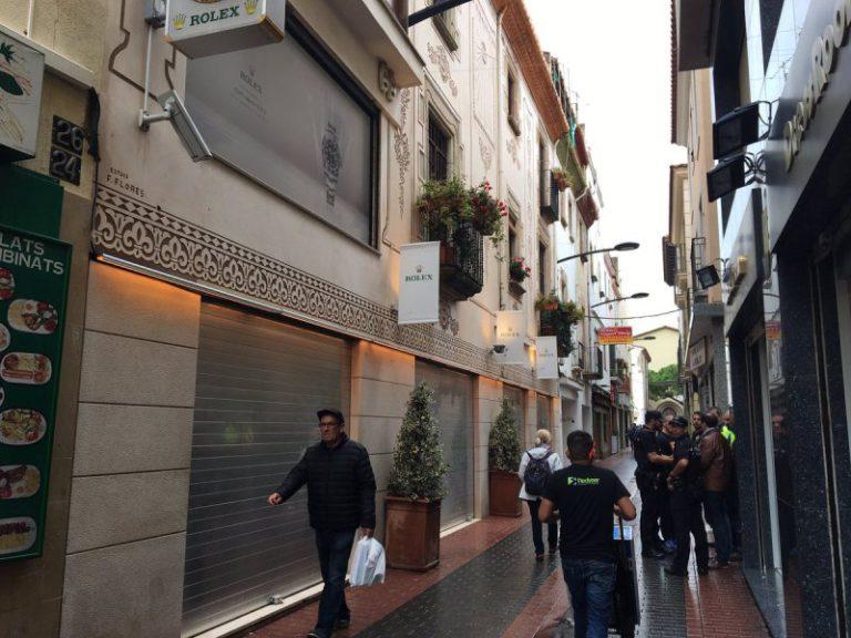 Detenen tres homes quan intentaven atracar la joieria Grau, al centre de Lloret