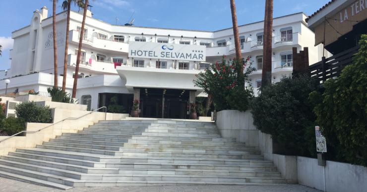 Reobre l'antic Selvamar, un dels hotels de Lloret que tenia la llum punxada