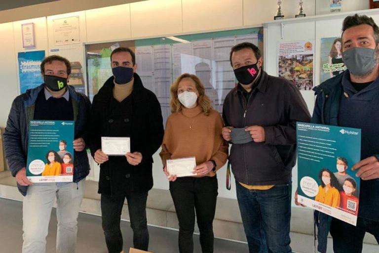 La fàbrica Nylstar regala 200 mascaretes a l'Institut-Escola de Lloret, amb finalitats solidàries