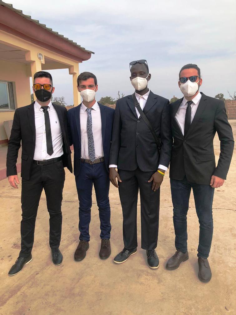 Membres de l'ONG a la inauguració de l'hospital (Ñimme Gunjur Kuta)