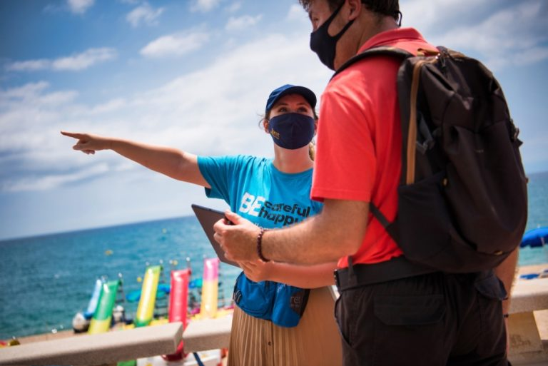 Les informadores turístiques de platges a Lloret de Mar van atendre més de 6.700 persones durant l'estiu