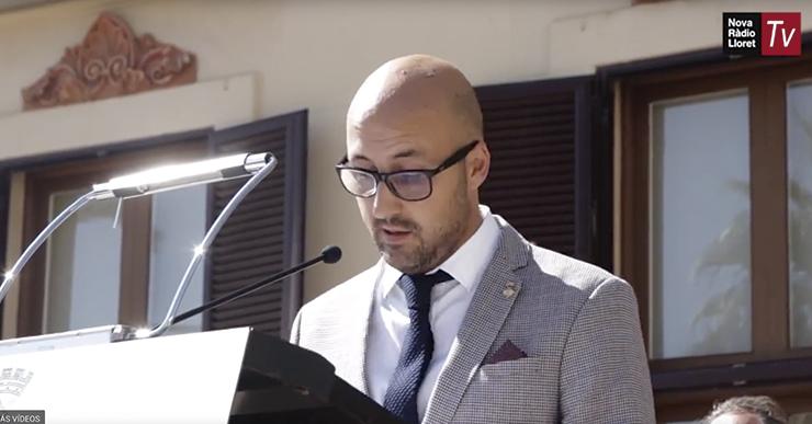 L'alcalde té un record per als presos i exiliats en el seu discurs de la Diada