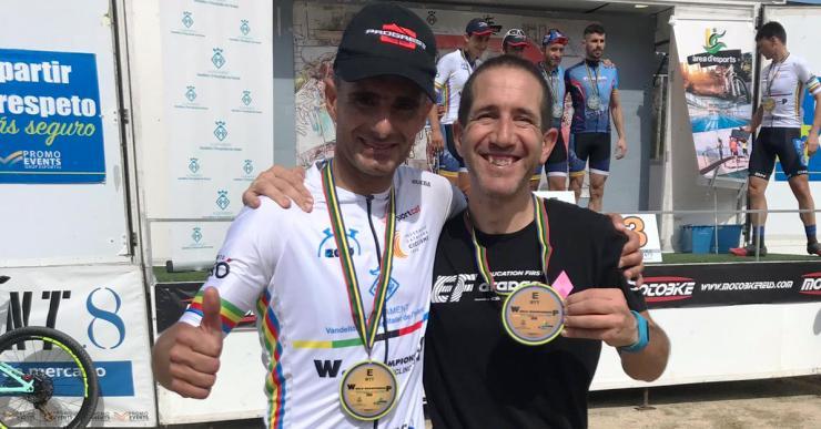 Els agents de Lloret José León i Àlex Barón, primer i tercer en el Mundial de ciclisme de policies