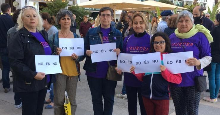L'Aurora concentra un centenar de persones contra la sentència de La Manada