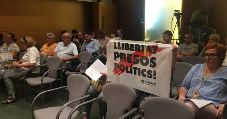 El ple rebutja la proposta de penjar una pancarta de 'Llibertat presos polítics' a l'Ajuntament