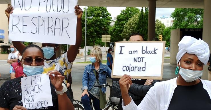 Marxa silenciosa amb 200 persones a Lloret de Mar per reclamar una societat sense racisme