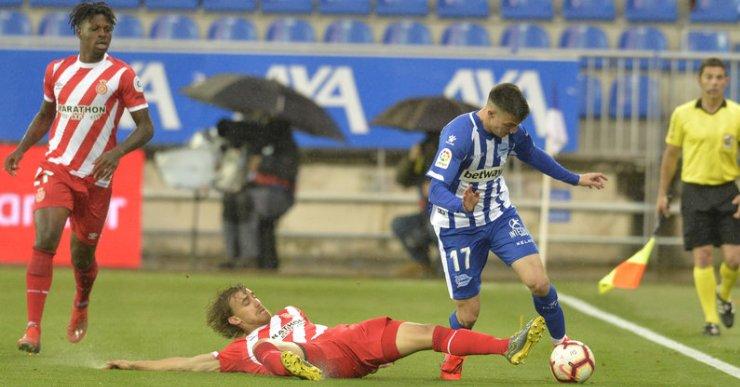 Marc Muniesa és un dels jugadors que s'espera que segueixin al Girona, malgrat el descens