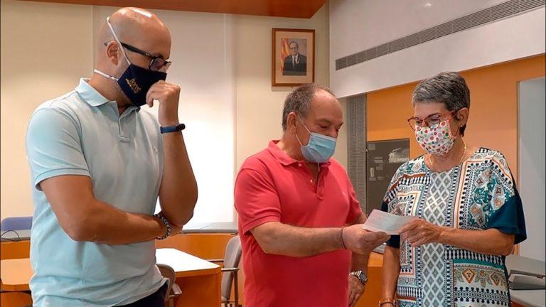 Els veïns de Fenals i Santa Clotilde donen 8.500 euros al Banc dels Aliments