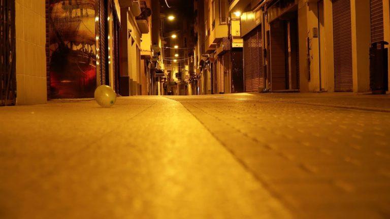 Carrers buits i una ciutat en silenci: els veïns de Lloret obeeixen el toc de queda