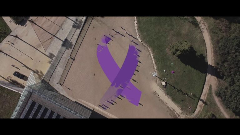 Performance 25N 'Sombras': Que les dones mortes per violència masclista no siguin només un número