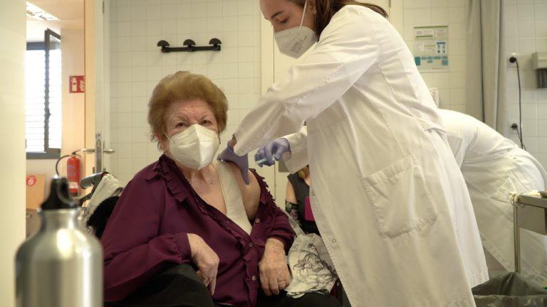 Comença la vacunació a persones grans amb dependència a Lloret de Mar