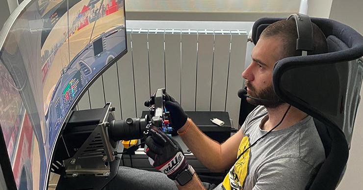 El pilot lloretenc Miguel Molina participa en una cursa virtual solidària a través d'un simulador