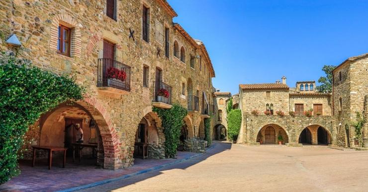 Obertes les inscripcions per anar a Monells i visitar el Castell de Púbol amb l'Aurora