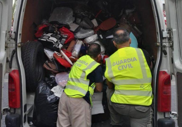 Confisquen productes falsificats i de contraban per valor de 102.300 euros a Lloret i Roses