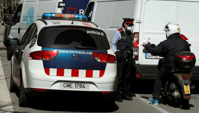 Controls policials a les carreteres per restringir els desplaçaments a segones residències