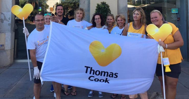 La Fundació Thomas Cook recull 2.500 burilles de tabac a la platja de Lloret