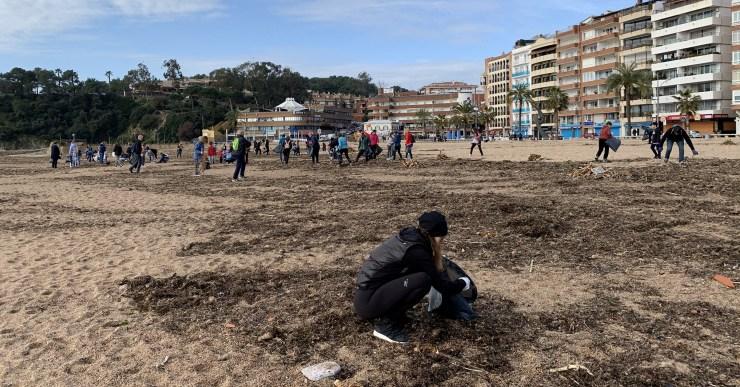 Gairebé 25 metres cúbics de residus, a la neteja popular a les platges de Lloret