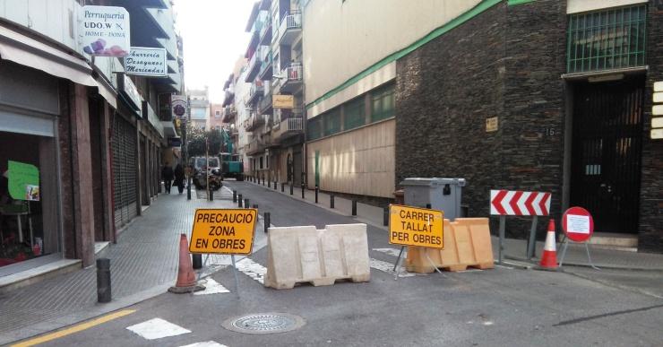 Les obres de millora obliguen a tallar un tram del carrer Felip i Gibert