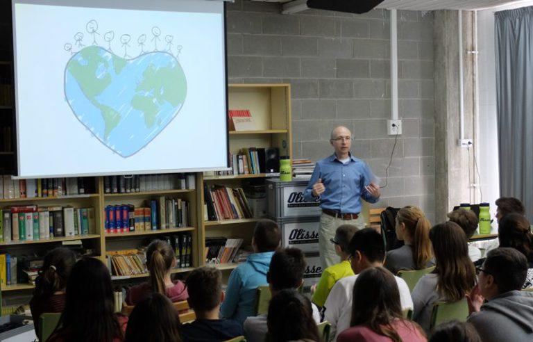L'institut Rocagrossa se suma a una campanya de reciclatge d'oli domèstic