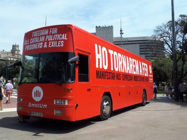 """El bus d'Òmnium Cultural visita aquest dissabte a Lloret amb la campanya """"Ho tornarem a fer"""""""