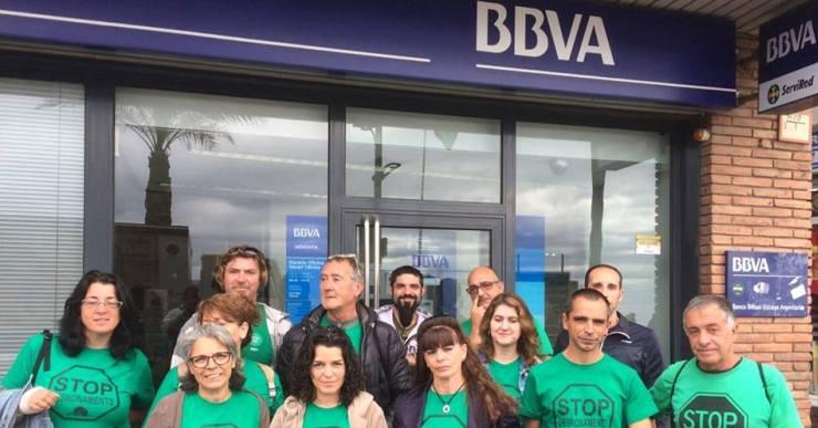 La PAH Lloret reclama la dació en pagament per a una família de Lloret