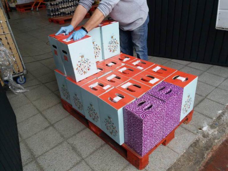 Els treballadors de GBI donen 77 paneres de Nadal al Centre de Distribució d'Aliments de Lloret