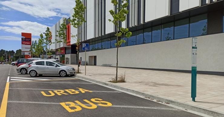 Es reubica una parada de la línia L13 davant del centre comercial Porta Lloret