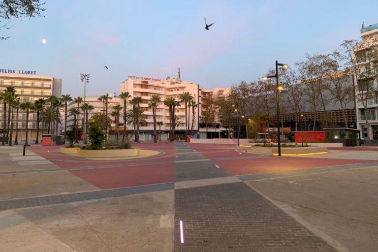 Finalitzen les tasques de pintura a la plaça Pere Torrent
