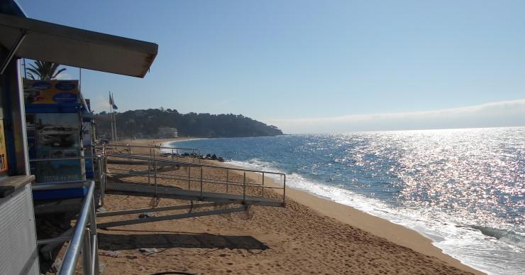 L'Ajuntament ha sol·licitat a l'Estat un transvasament de sorra si la platja no millora