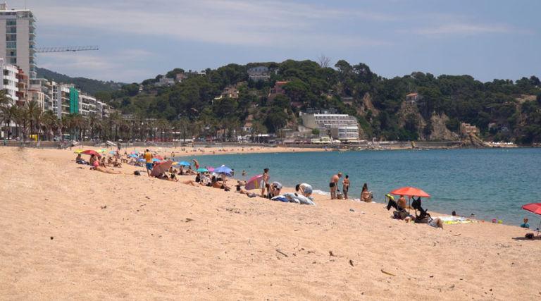 Lloret de Mar manté les platges obertes per Sant Joan però no permet fogueres ni festes
