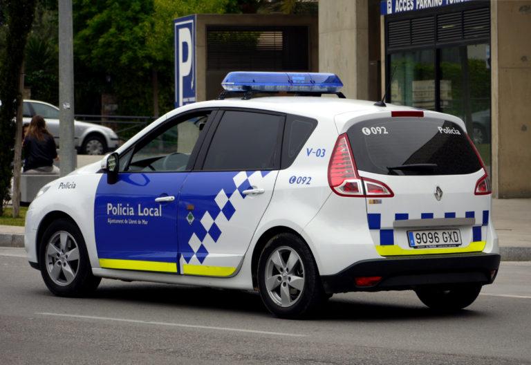 La policia local denuncia 30 persones que feien una festa a Lloret