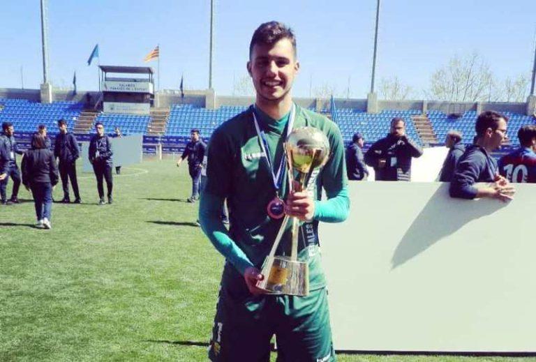El porter lloretenc Sergio Gómez, campió del MIC amb la Unió Esportiva Llagostera