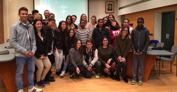 El projecte Rossinyol forma 14 parelles d'alumnes per fomentar l'arrelament social, cultural i lingüístic