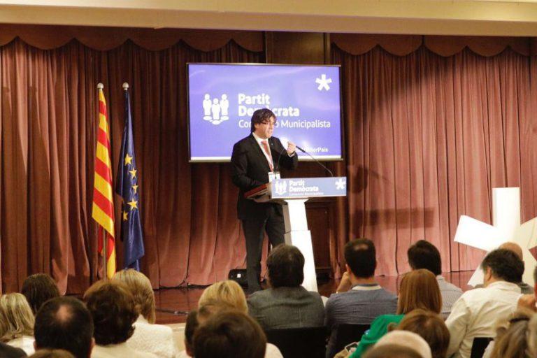 """Puigdemont agraeix el suport """"del món local"""" al procés, en la convenció del PDeCAT a Lloret"""