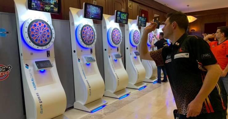3.000 persones d'arreu del món participen al campionat internacional de dards de Lloret de Mar