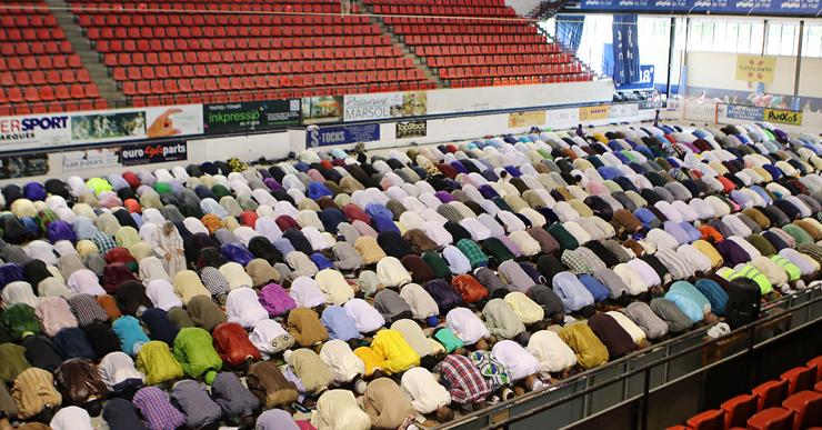 Centenars de musulmans de Lloret han celebrat plegats la fi del Ramadà