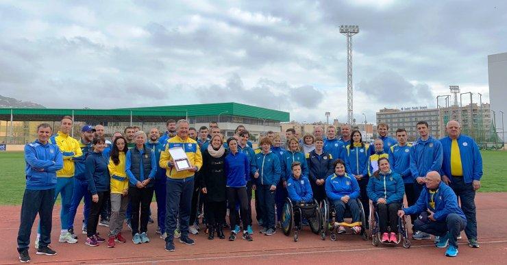 L'Ajuntament fa un reconeixement a la selecció paralímpica d'atletisme d'Ucraïna, que s'ha entrenat a Lloret