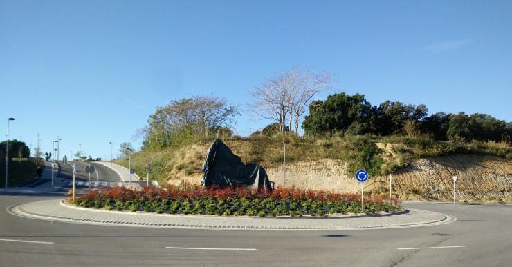 Lloret inaugura una escultura per commemorar el 10è aniversari de l'agermanament amb Bolsena