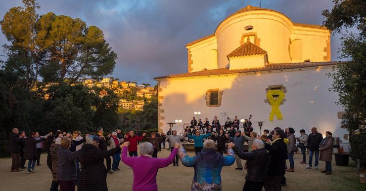 El cel serè va permetre veure la sortida del Sol a les 'Sardanes a l'Alba' d'aquest any