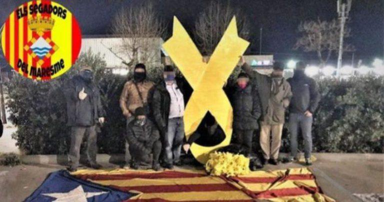 Absolen els Segadors del Maresme de treure el llaç groc de la rotonda de l'avinguda Vila de Blanes, a Lloret de Mar