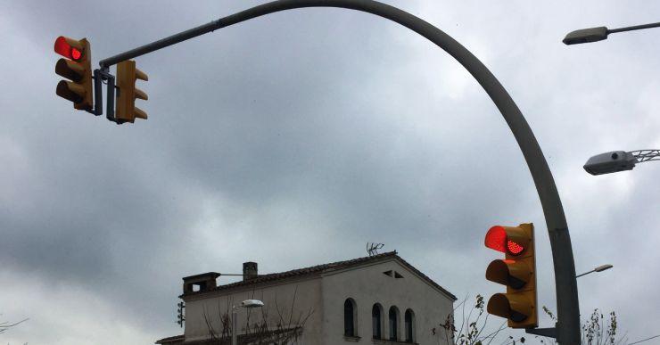 Entra en funcionament un semàfor a la cruïlla entre l'avinguda Vila de Tossa i l'avinguda Lloret de Dalt