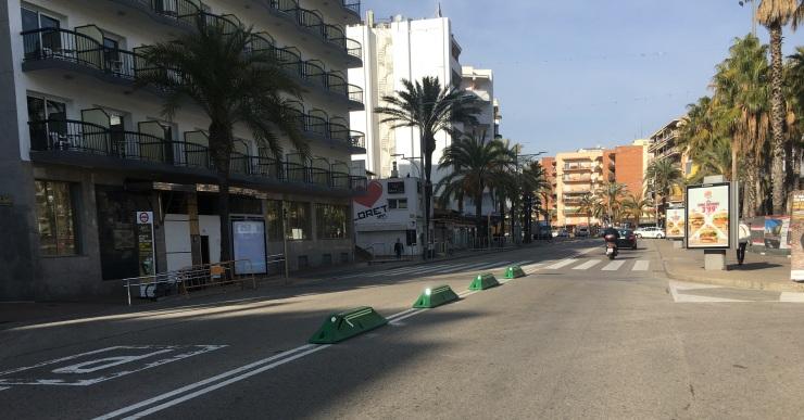 L'Ajuntament instal·la uns separadors vials a l'avinguda Just Marlès per millorar la seguretat viària