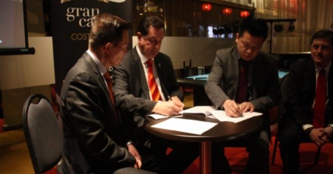 Lloret signa un conveni amb la principal agència de viatges estatal de la Xina