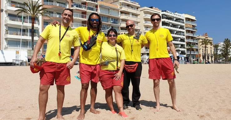 El servei de socorrisme funciona a la platja de Lloret durant la Setmana Santa