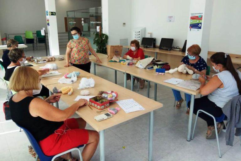 Els centres cívics ofereixen una oferta variada de cursos per a la tardor