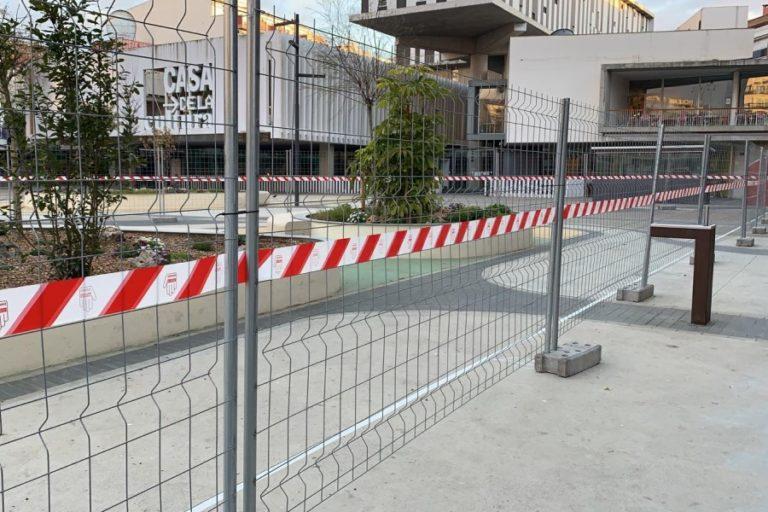 Les tasques de pintura de la plaça Pere Torrent estaran per Setmana Santa