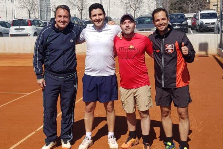 Es reprèn la competició de tennis amb els equips de més de 40 anys