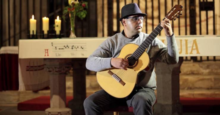 Tono Blasi impulsa el Festival de Guitarra del Mediterrani a l'església parroquial de Lloret